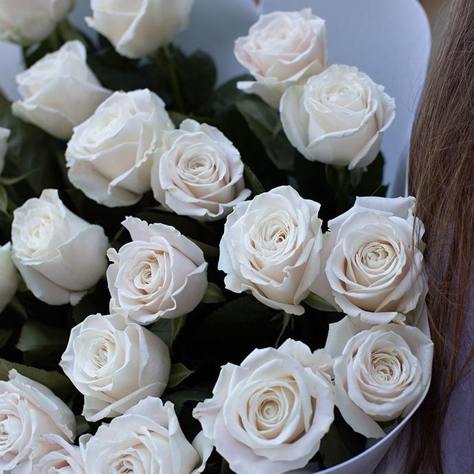 букт из белых роз