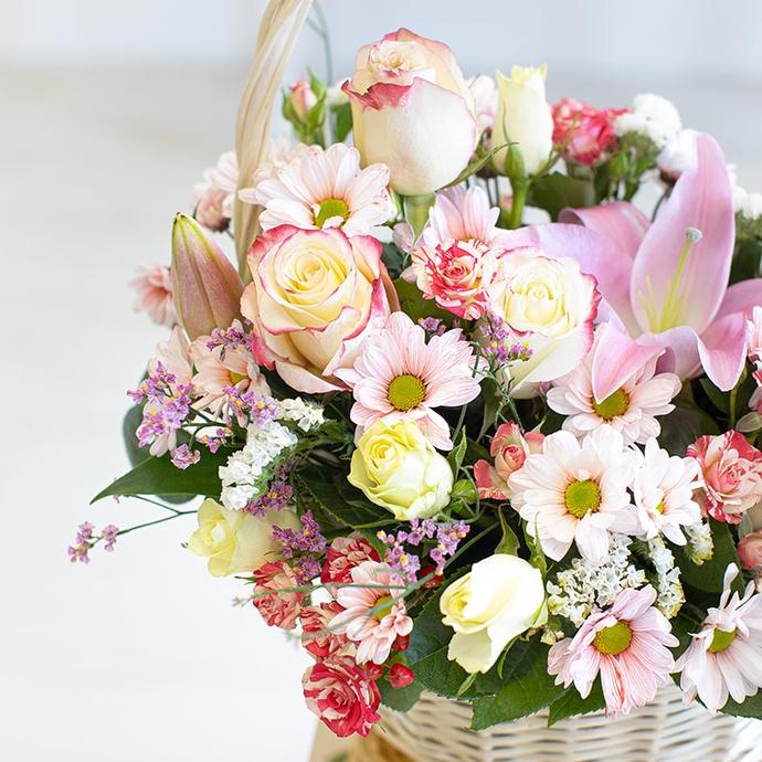 Корзина с цветами Нежность в цветах