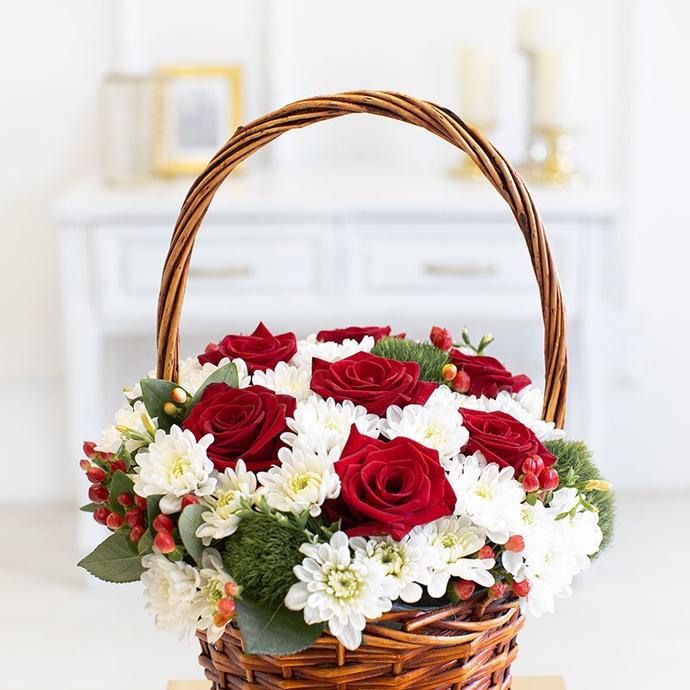 Корзина с ароматными розами