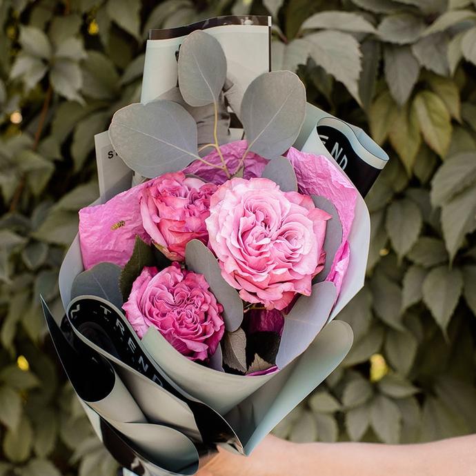 Мини букет из трех розовых роз