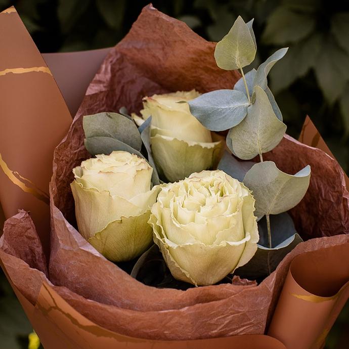 Мини букет из трех кремовых роз