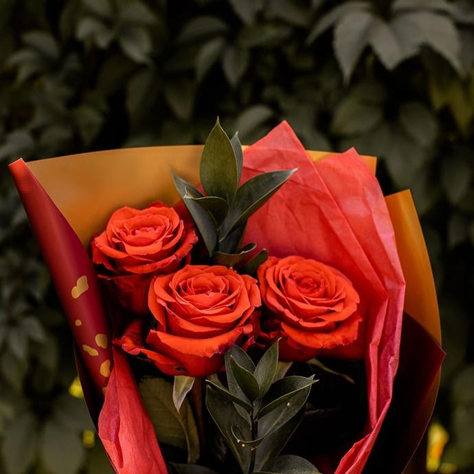 Букет из трех красных роз