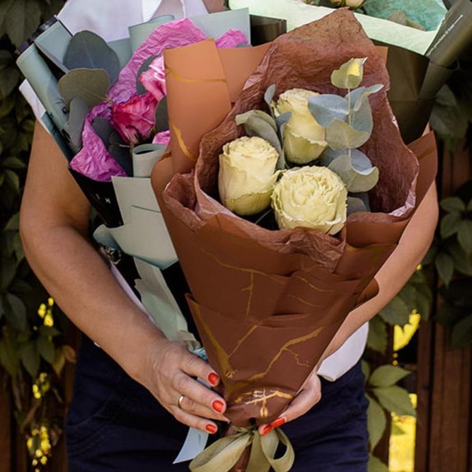 Мини букеты из трёх роз в ассортименте